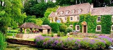 traditional english cotswold village