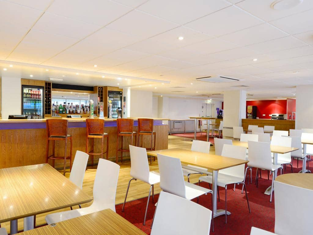 Hotel london cheap internet rates for kings cross hotels in london - London Kings Cross Royal Scot Bar Cafe