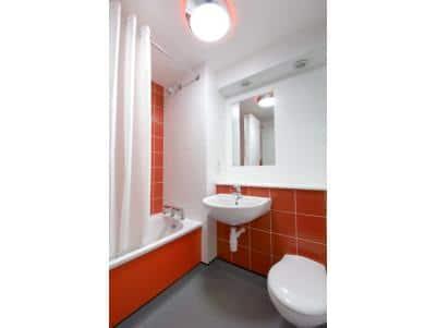 Caernarfon - Family bathroom