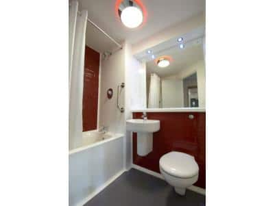Cardiff Central Queen Street - Family bathroom