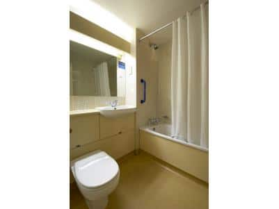 Cork Airport - Family bathroom