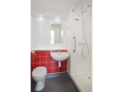 Canterbury Chaucer Central - Double bathroom