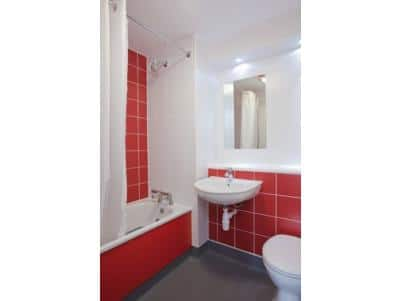 Canterbury Chaucer Central - Family bathroom