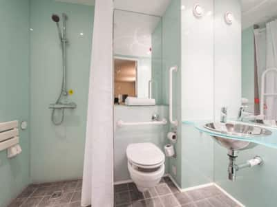 York Central Micklegate - Accessible bathroom