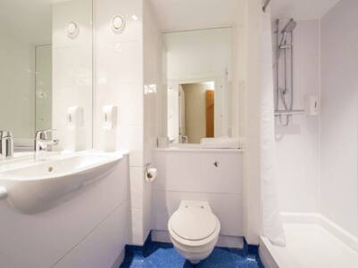 York Central Micklegate - Bathroom with shower