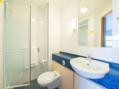 Sheffield Meadowhall - Bathroom with shower