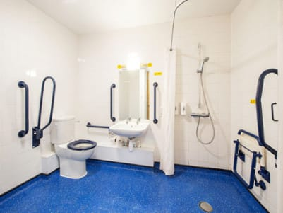Bodmin Roche - Accessible Bathroom