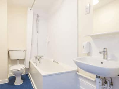 Tunbridge Wells - Bathroom with bath/shower