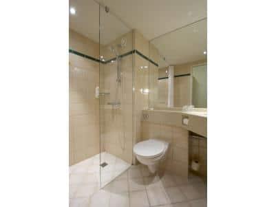 Glasgow Airport - Double bathroom