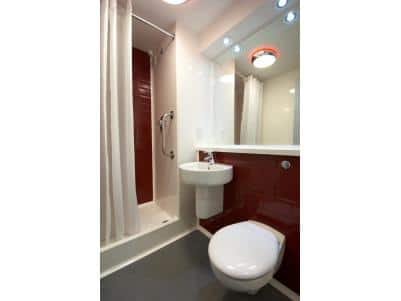 Llanelli Central - Double bathroom