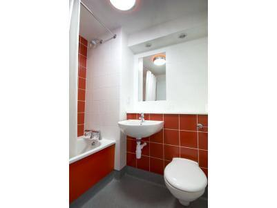 Limerick Ennis Road - Twin bathroom