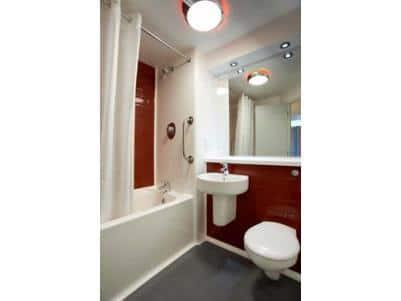 London Vauxhall - Family bathroom