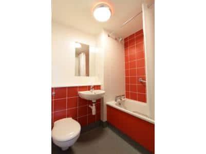 Macclesfield Central - Family bathroom
