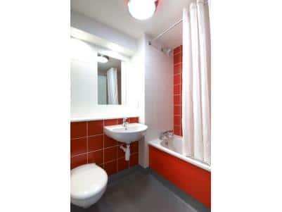 Merthyr Tydfil - Family bathroom