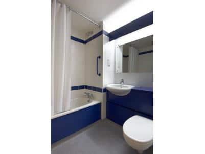 Plymouth - Family bathroom