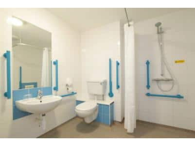 Hayle Hotel - Accessible Bathroom
