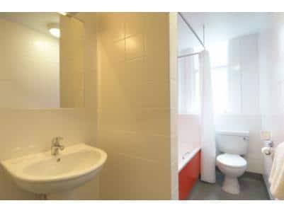 Scarborough St Nicholas - Family bathroom