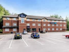 Crewe - Hotel exterior