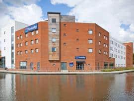 Aylesbury - Exterior