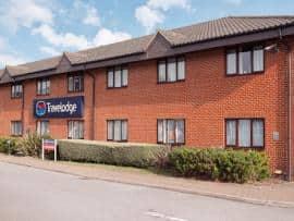 Newbury Tot Hill - Hotel exterior