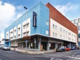 Newport Central - Hotel exterior