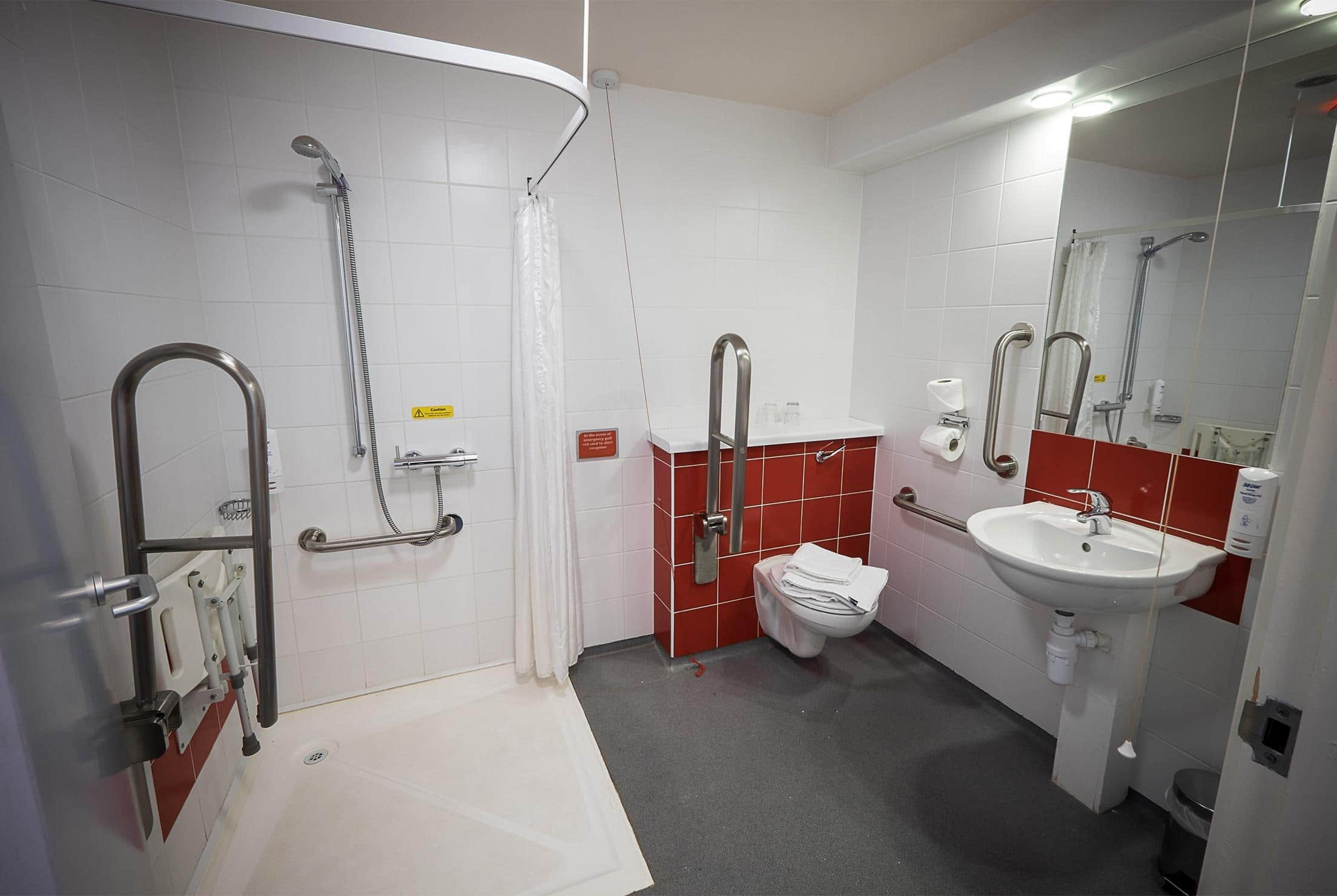 Dublin Airport South Ballymun - Accessible bathroom