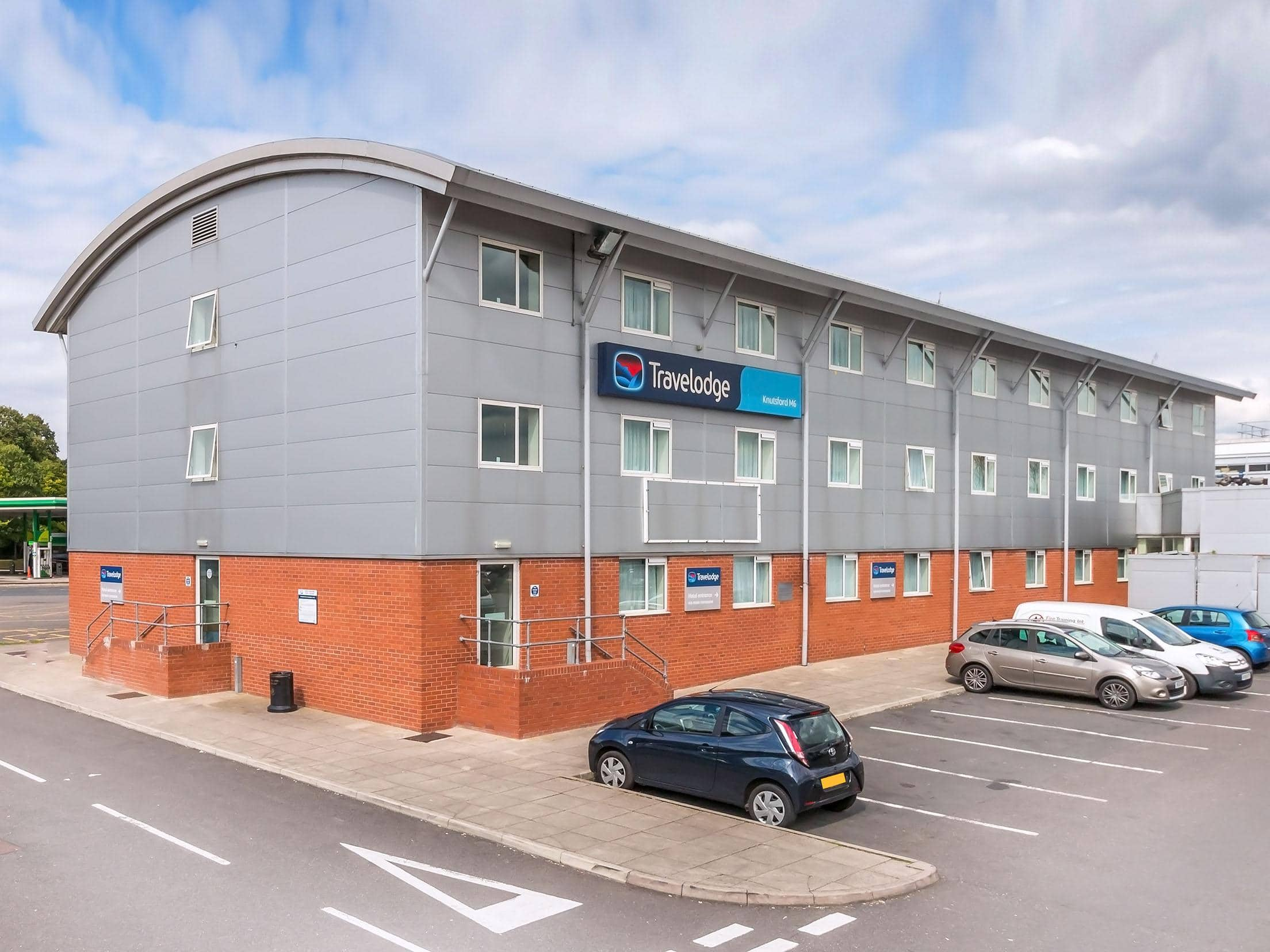 Knutsford M6 - Exterior