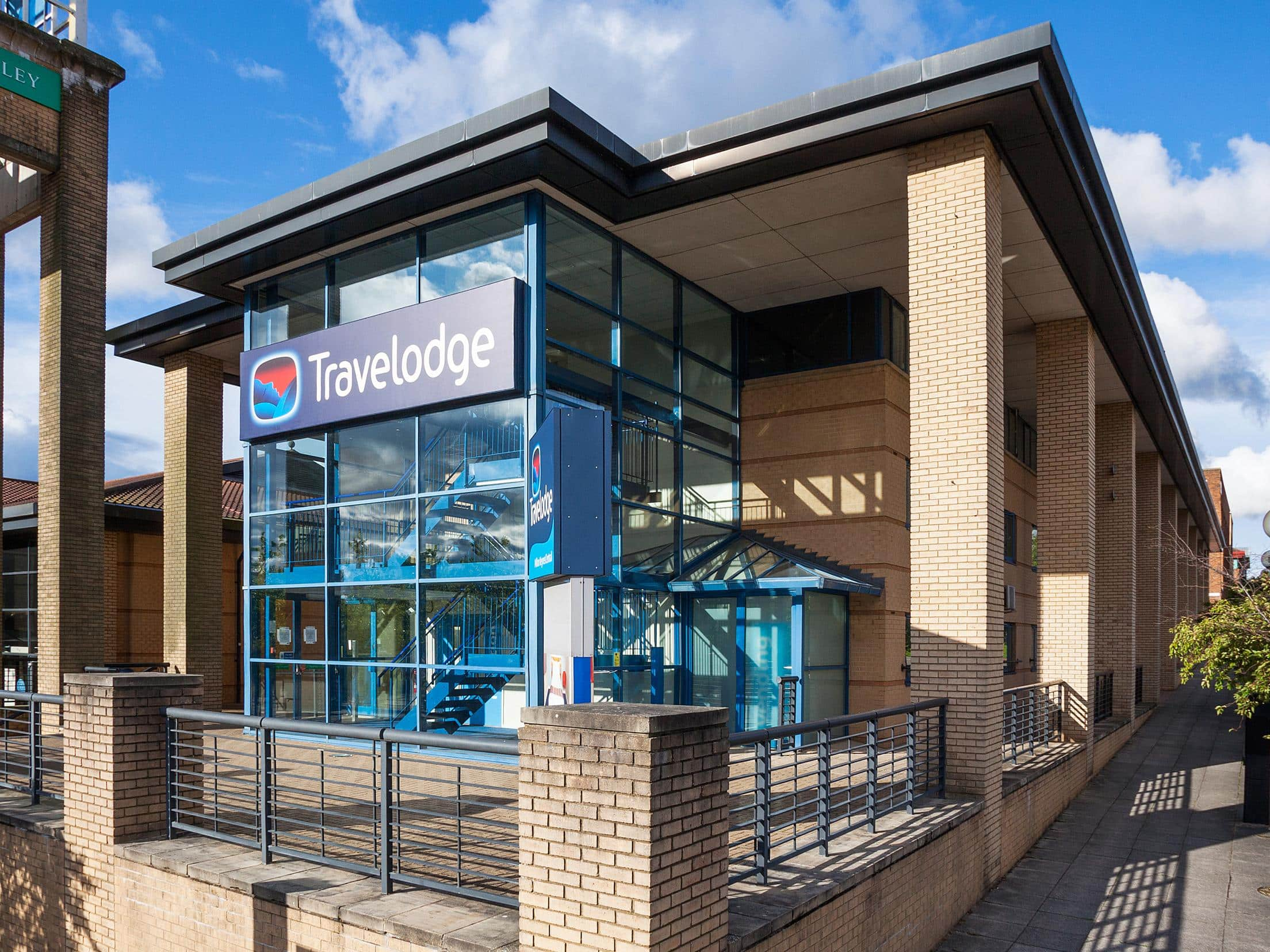 hotels in milton keynes central with on site restaurant parking rh travelodge co uk