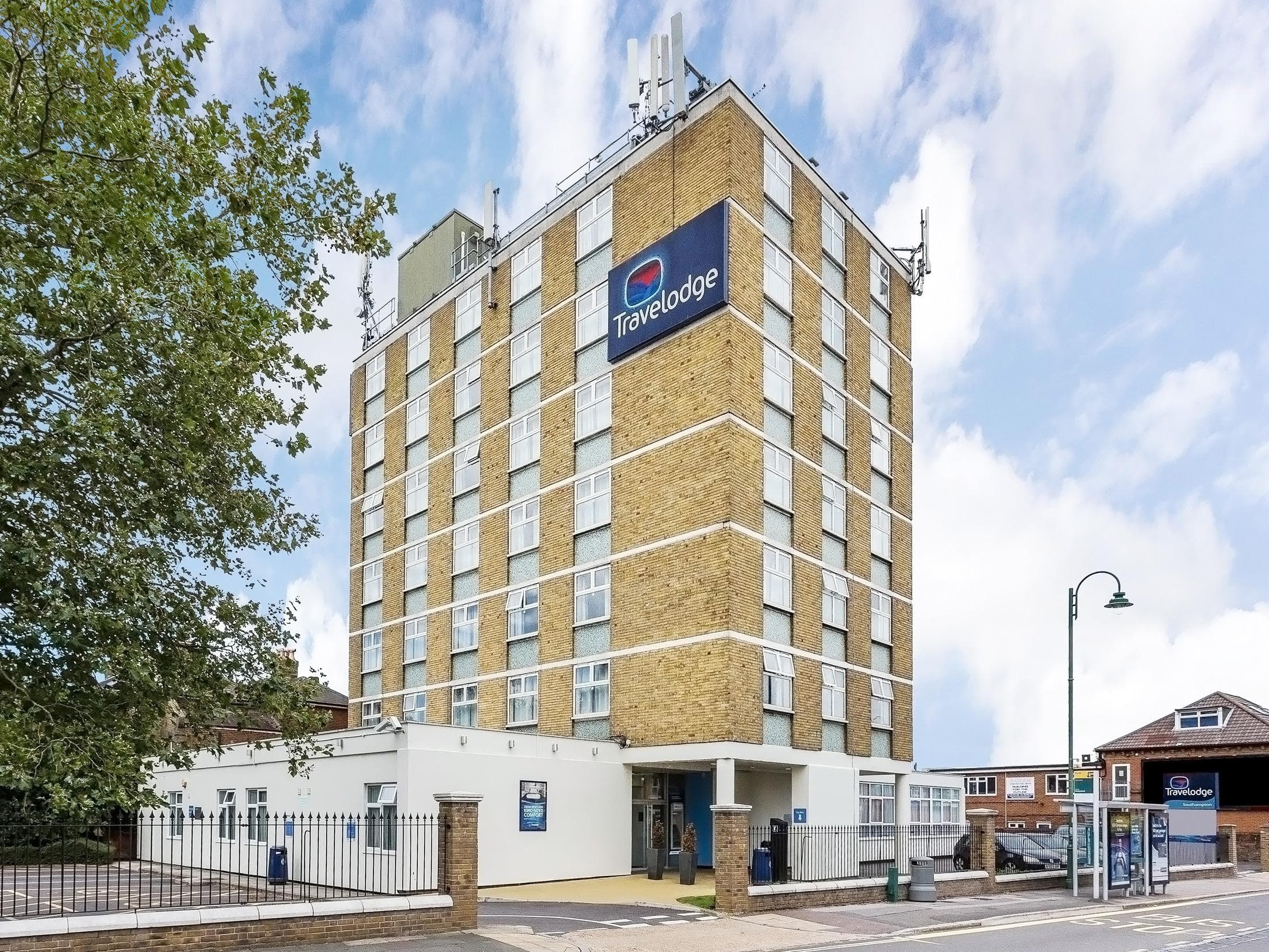 Portsmouth hotel hotels near portsmouth travelodge for Nearest 5 star hotel