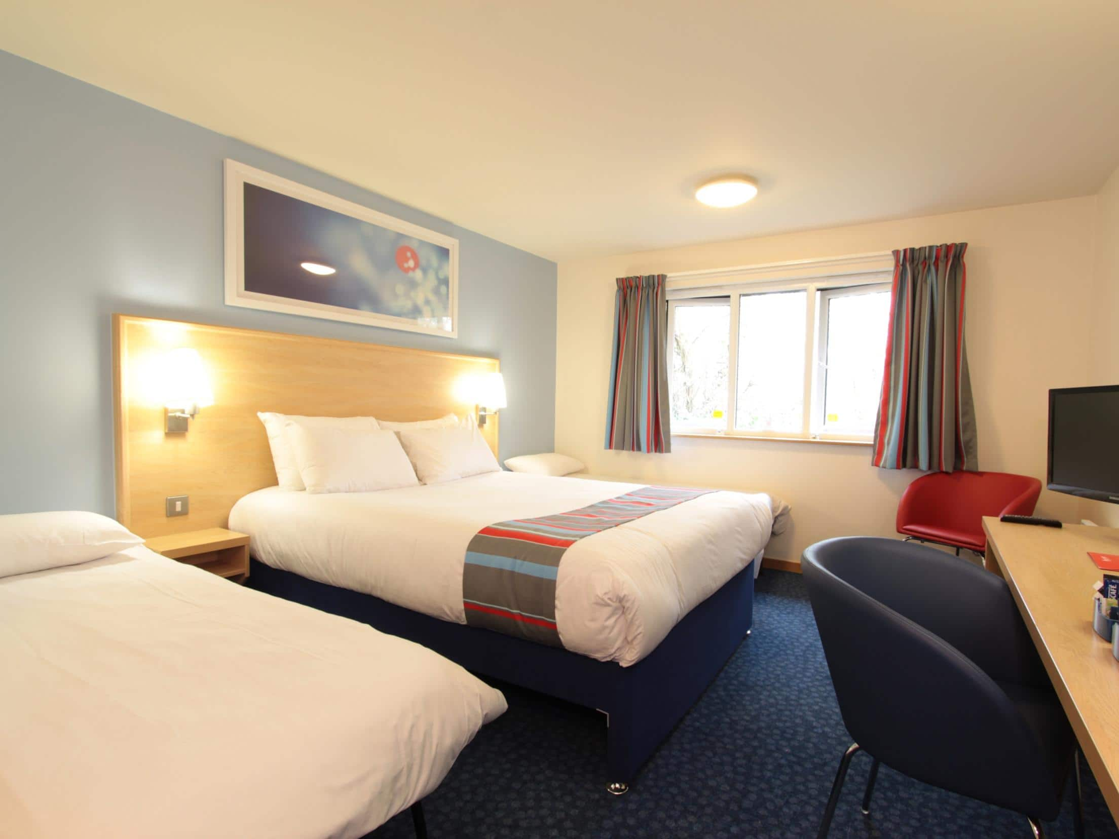 Travelodge lancaster m6 hotel lancaster m6 hotels for Family room accommodation